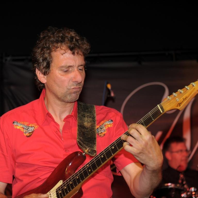 Clemens Meier Guitars & vocals