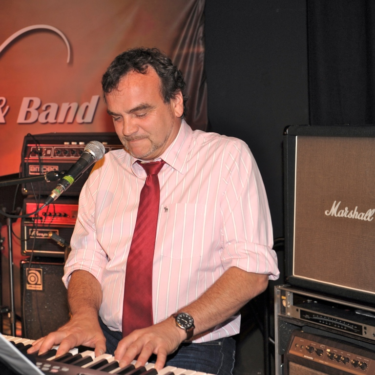 Markus Küpper Keyboard, saxophone, guitar & harp